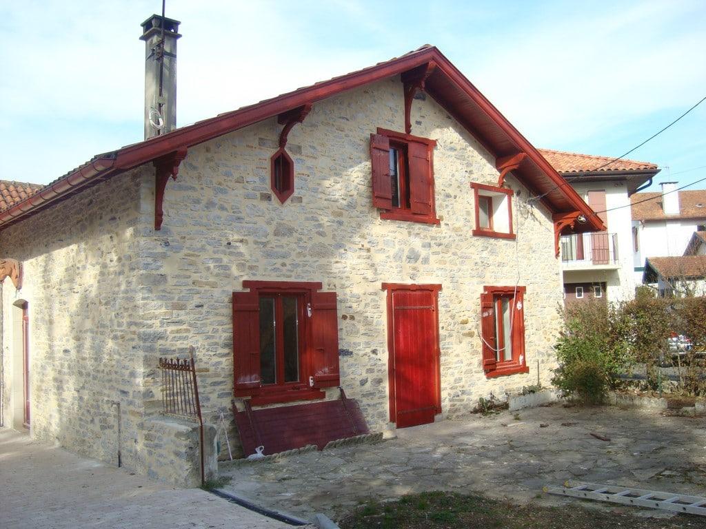 quelle entreprise peut r nover votre maison au pays basque. Black Bedroom Furniture Sets. Home Design Ideas