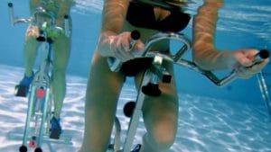 L'aquabiking est un sport d'aquafitness efficace pour les débutant