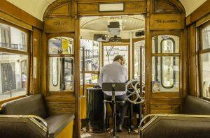 tramway typique Lisbonne