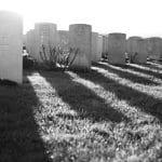 Quels sont les critères à considérer pour choisir une plaque funéraire?
